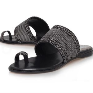 Vince Camuto AMALIE Black Flat Chain Toe Sandals